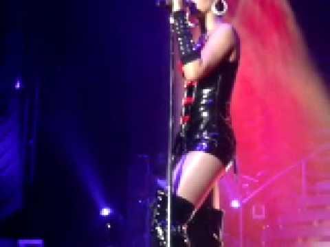 Rihanna - Rehab (Live in Dublin)