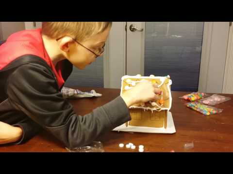 GINGER BREAD HOUSE!!!!! luv it (*_*).