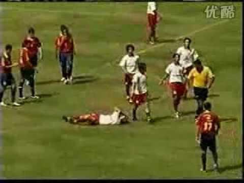 巴西裁判遭到15人圍毆,竟然毫髮無傷!?
