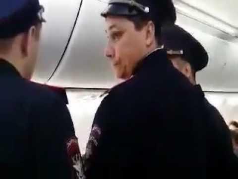 Волейболиста Александра Кимерова снимают с борта самолёта