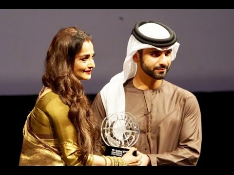 Rekha Receives Lifetime Achievement Award at DIFF 2016