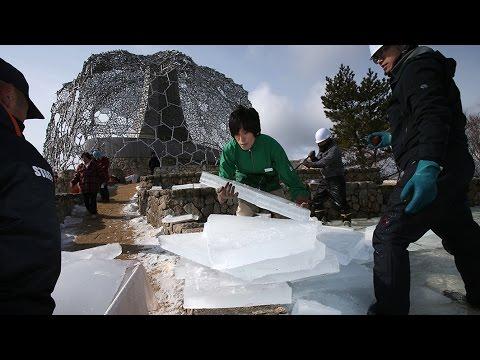 夏まで貯蔵 六甲山上で氷切り出し