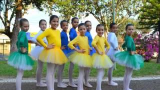 """Feliz DIA DO ESTUDANTE a todos que estudam! Música: """"Futuro do País"""" do CD Calendário Criança Feliz. Fotos By Giseli Paiva..."""