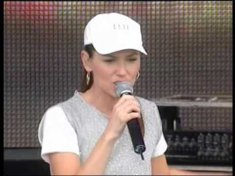 Shania Twain - Man! I Feel Like A Woman Live PITP 2003