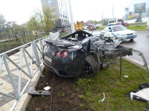 Nissan GTR crashes
