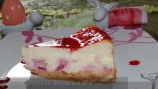 Prajitura americana, de branza dulce si zmeura, foarte fina si racoritoare. Gasesti reteta pas cu pas aici: http://www.mondocucina.ro/content/Cheese-cake-de-zmeura.aspx