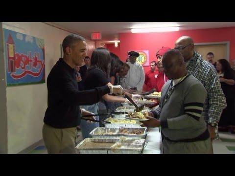 歐巴馬度過他在白宮的最後一個感恩節,但跟他共進大餐的人卻出乎大家的意料!