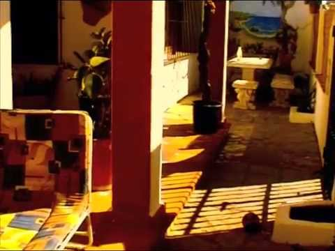 The Melting Pot Hostel Tarifa Videosu