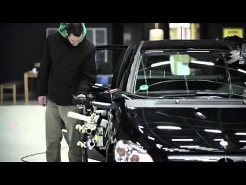 vídeo que muestra como un coche invisible