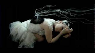 Download Lagu Björk - Unravel Mp3