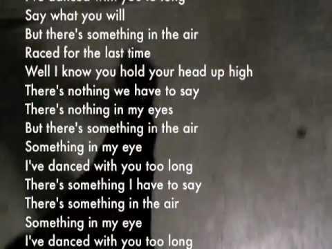 Tekst piosenki David Bowie - Something in the air po polsku