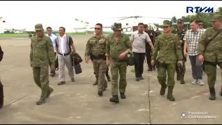 President Duterte finally sets his  foot in Marawi City after two failed attempts due to grim weather. It was a busy day for him on Thursday, meeting troops, inspecting seized guns and socializing with them. Video by RTVM/edited by RYAN LEAGOGO