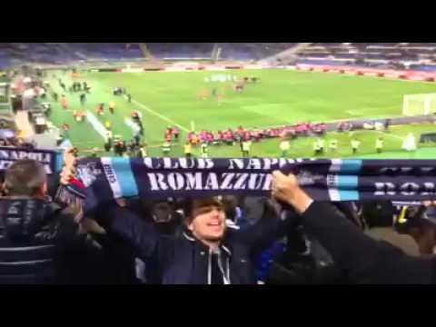 Tifosi Napoli cantano all'Olimpico di Roma