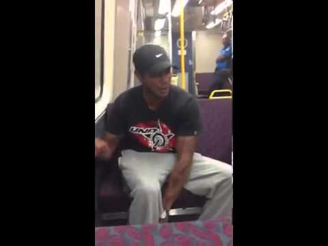 Percusionista/beatboxer en el metro