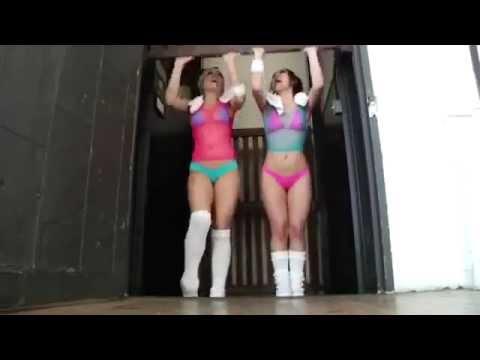 Alexis Texas & Kristine ROse Haciendo ejercicios