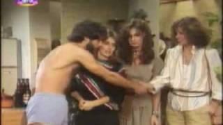 """Cena da novela """"Guerra dos Sexos"""", de Silvio de Abreu, Tv Globo, 1983. Nando (Mário Gomes), Zenon (Edson Celulari) e..."""