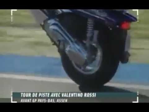 Download Video (Video Lucu) Inilah Aksi Kocak Valentino Rossi Di Jalan Raya
