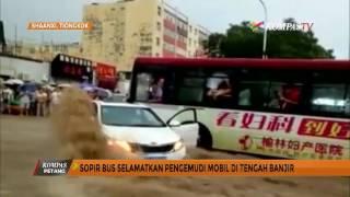 Video Sopir Bus Selamatkan Pengemudi Mobil di Tengah Banjir MP3, 3GP, MP4, WEBM, AVI, FLV November 2017