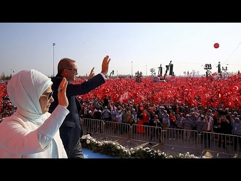 Αποθέωση Ερντογάν στην γιγαντιαία συγκέντρωση της Κωνσταντινούπολης