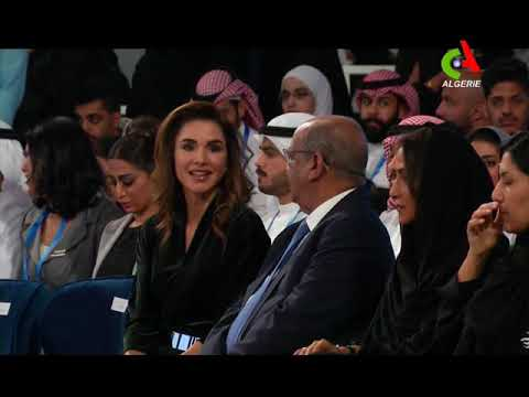 Réseaux sociaux : Abdelkader Messahel reçoit un Prix d'excellence à Dubaï