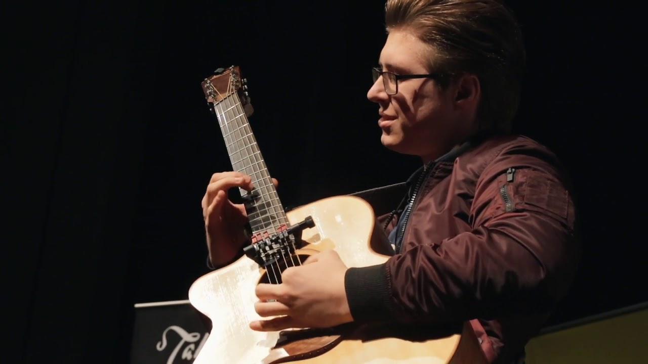 Acoustic Guitarist of the Year 2018 winner Alexandr Misko