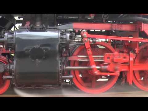 VSM spectaculair stoomtrein achtervolging. Big German steamtrain Dampflok Parallelfahrt.