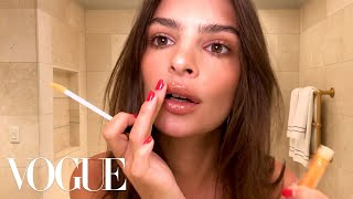 Download Video Emily Ratajkowski's 5-Minute Date-Night Look | Beauty Secrets | Vogue MP3 3GP MP4