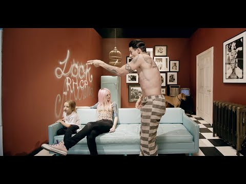 Red Hot Chili Peppers – Look Around [Official Music Video]