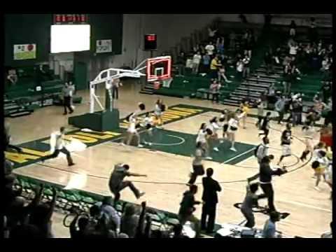 video de los ultimos segundos de un partido de baloncesto