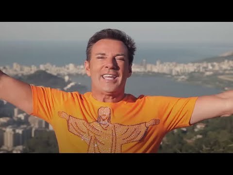 Gerard - Gerard Joling - Rio (WK-single) (Officiële Videoclip) Download nu de nieuwe WK-single van Gerard Joling op Itunes: https://itunes.apple.com/nl/album/rio-sing...