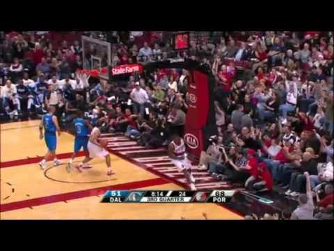 Gerald Wallace steals and dunks against Mavericks
