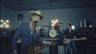 Dustin Lynch - She Cranks My Tractor