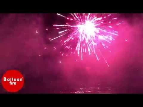 Πυροτεχνήματα πάνω απ' την θάλασσα Νησί-Ακταίον