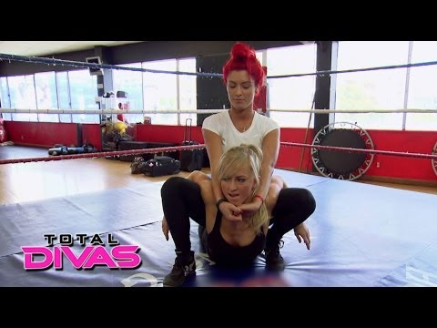 Summer Rae and Eva Marie practice their tag team moves: Total Divas, May 11, 2014 (видео)