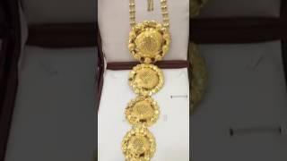 عربية تستعرض كمية كبيرة من الذهب هدية من زوجها