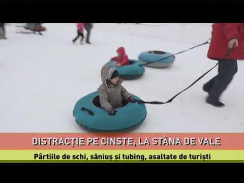 Pârtiile de schi, săniuș și tubing, asaltate de turiști, la Stâna de Vale