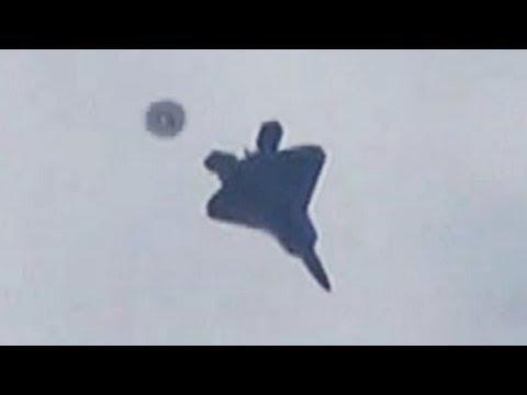 avvistamento ufo sfiorato f-22 raptor jet in volo - 2013