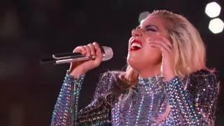 Lady Gaga cayó desde el cielo, colgada, hasta el escenario montado en el estadio NRG. Allí, ante 72 mil personas que colmaban las butacas, la cantante entonó...