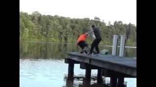 Balıkçılık Havalı Korna Şakası Diğer en popüler videolarımız için http://www.enpopulervideo.besaba.com dan takip edebilirsiniz.