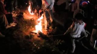 石上げ祭(12)赤坂赤提灯 岩場の火振り神事