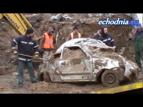 Usuwanie zmiażdzonych samochodów - 22 grudnia 2012r.