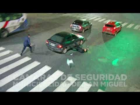 Esquivó un control, atropelló a un policía y fue aprehendido