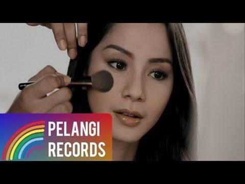 DJAKA - Mencari Pengganti Dirimu (Official Music Video)