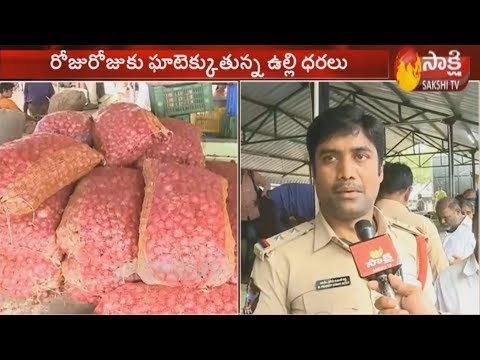 AP govt to sell onion at Rs. 25 per kg | People Reaction | Sakshi TV