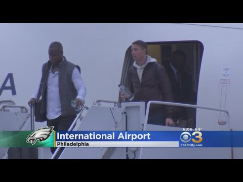 Falcons Arrive For Playoff Showdown With Eagles