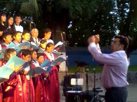 adventistas coros adventistas - Este video es de la última presentación del coro del Colegio Adventista de Lota, en un programa de navidad organizado por la I. Municipalidad de Lota, esto f...