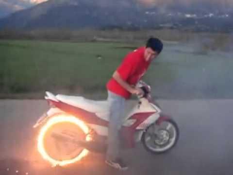 燒胎燒到燒起來,無敵風火輪!