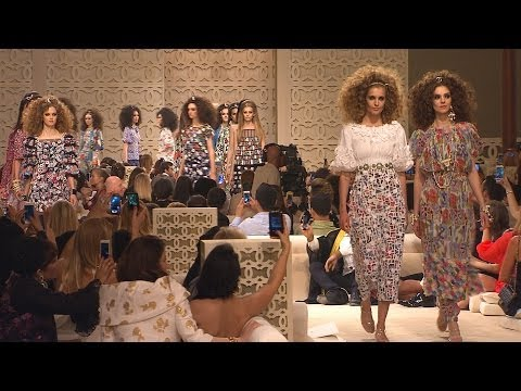 Chanel - More on http://chanel-news.com Full film of the CHANEL Cruise 2014/15 fashion show that took place on May 13th, 2014 in Dubai. Soundtrack: Artist: Dukes Of C...