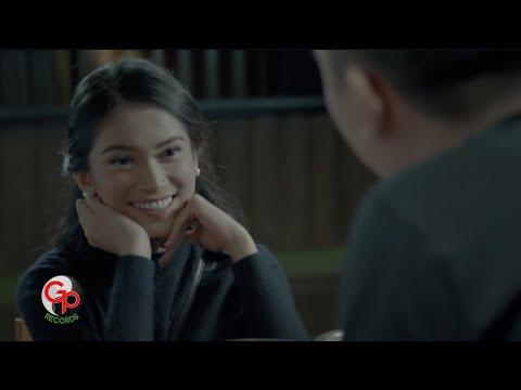 Download Lagu BADAI ROMANTIC PROJECT - Melamarmu [Official Music Video] Music Video