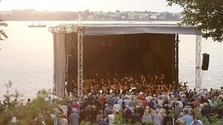Den 1. juni 2016 indtog Copenhagen Phil Holbæk for at fylde byen med musik. Hele dagen! Orkestrets 70 musikere spillede bl.a.